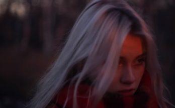 """Саша Капустина - видеоблогер и музыкант, девушка из рекламы Мегафон """"а не спеть ли мне песню"""""""