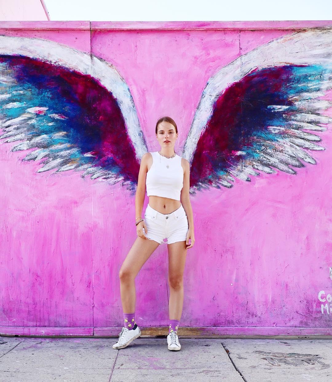 Саша Спилберг с крыльями