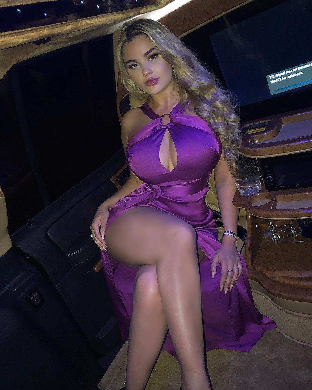 Анастасия Квитко фото в платье с открытыми ногами