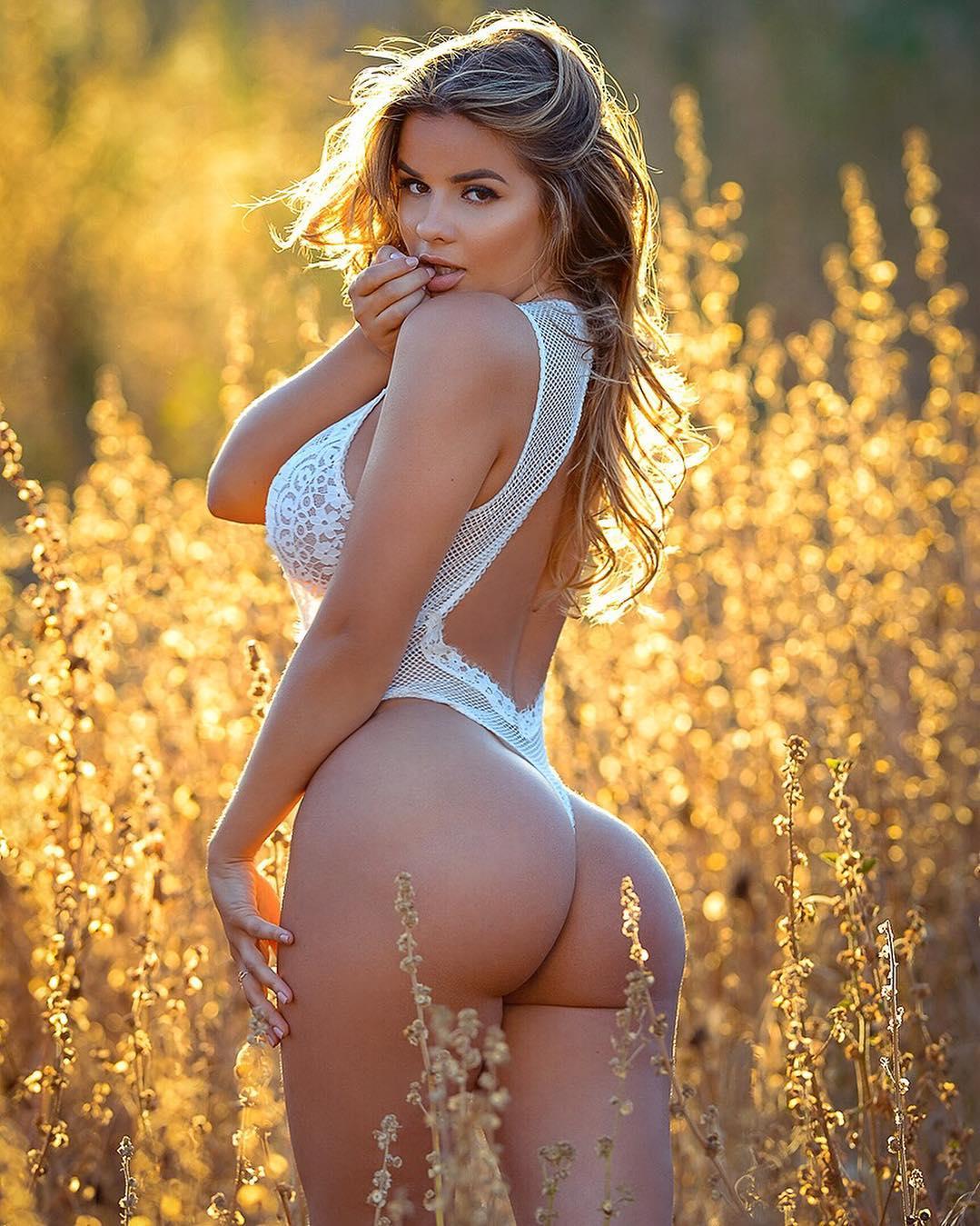 Анастасия Квитко фото в поле
