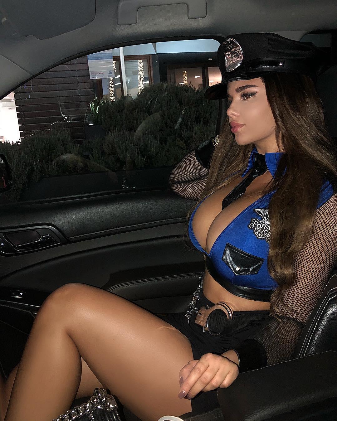 Анастасия Квитко фото в полицейской форме