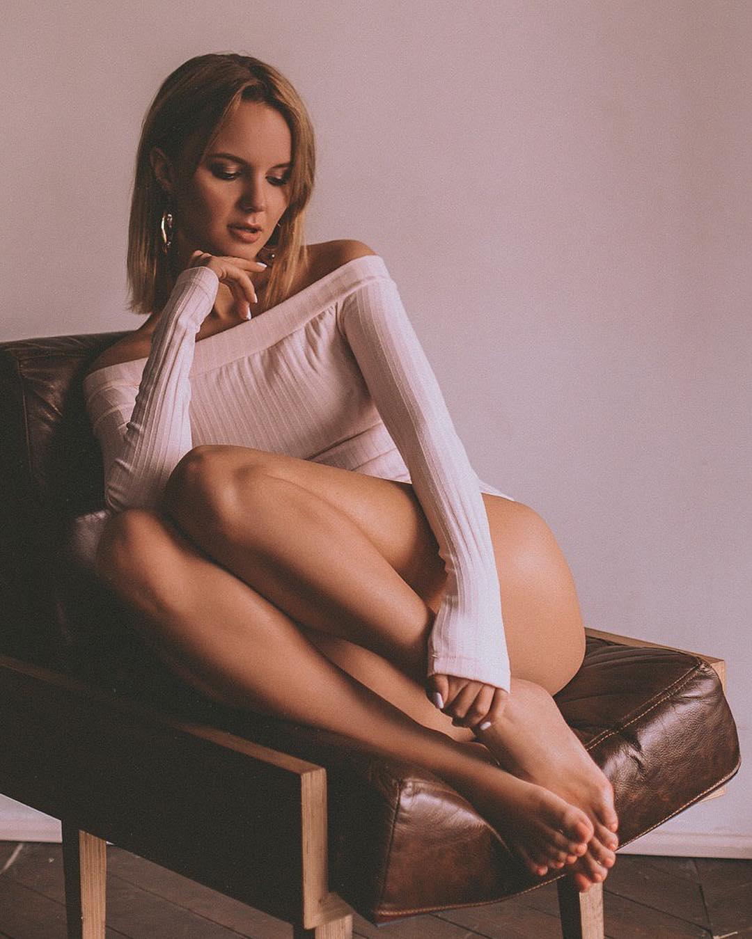 Татьяна Минглимова (Нежный редактор) с голыми ножками