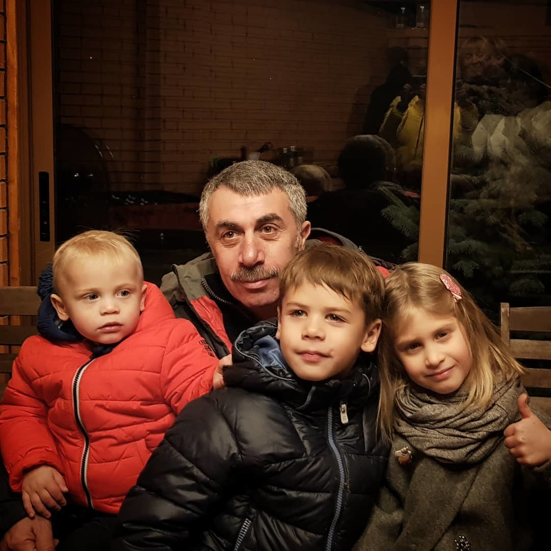 зрители семья комаровского евгения фото продаже домов